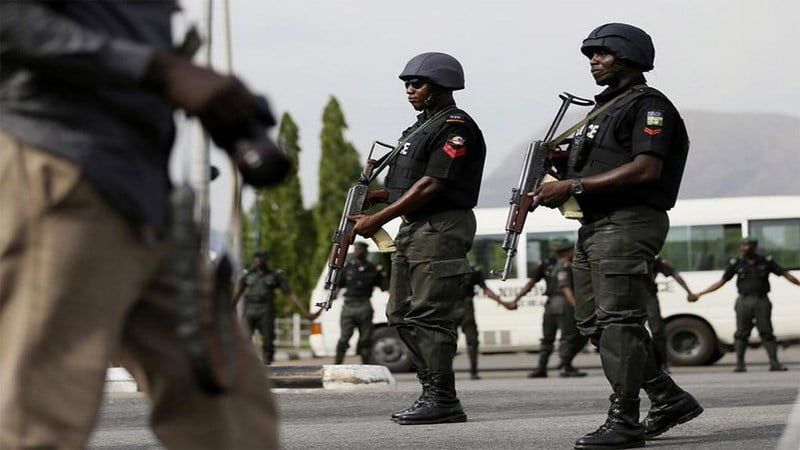 BREAKING!!! Policeman Opens Fires On A Moving Vehicle Loaded With Passengers See Location