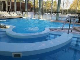 Piscine Theia, zona interna