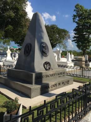 Bacardi, Cimitero di Santa Ifigenia