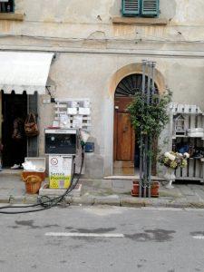 Pompa di benzina, Palaia, Valdera