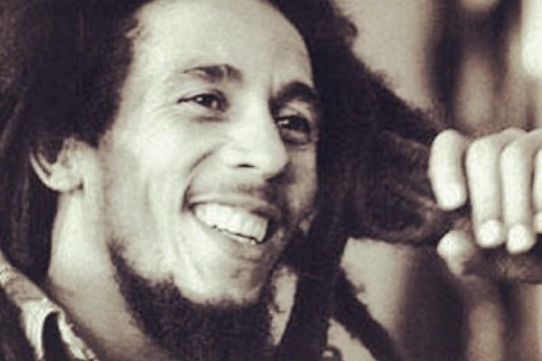Bob Marley siyah-beyaz fotoğraf