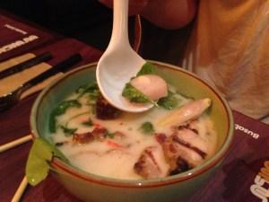 Busaba tom kha chicken çorba soup tavuk Tayland yemek sıcak kış hindistancevizi sütü