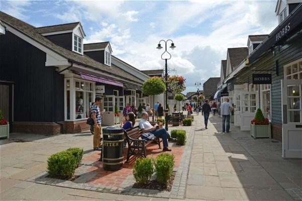Bicester Village Outlet alışveriş merkezi shopping centre fabrika satış mağazası İngiltere