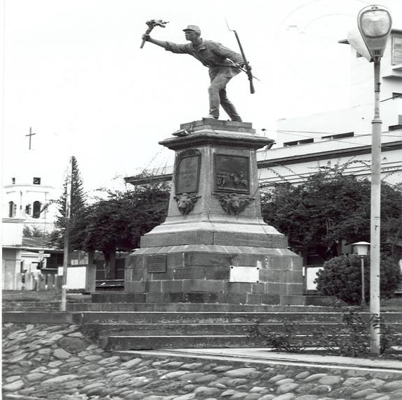Fotografía del parque y monumento a Juan Santamaría