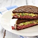 Como é o Reuben Sandwich?