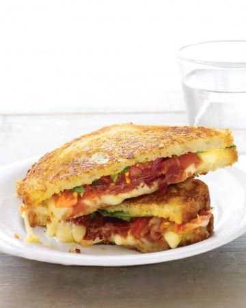 Gruyere, Prosciutto, Arugula, and Tomato (queijo gruyere, presunto cru, rúcula e tomate)