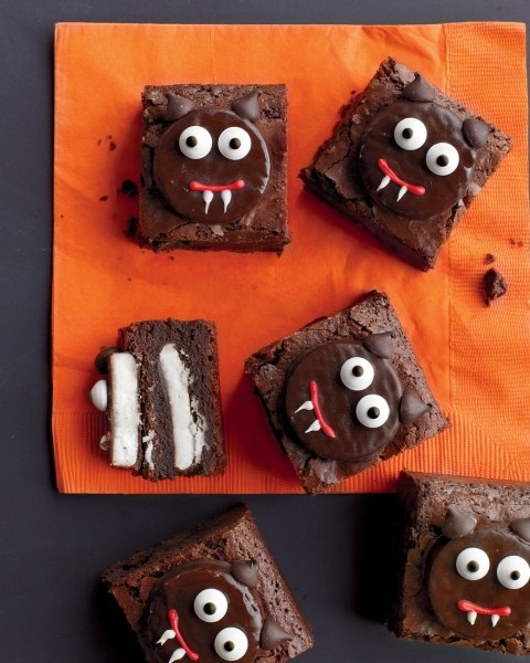 how_to_decorate_scaredy-cat_brownies_vert