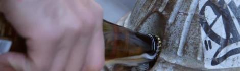 14 maneiras nada convencionais de se abrir uma cerveja