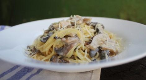 Espaguete ao molho de cogumelos cremosos