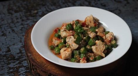 Peito de frango com Quiabo, prático