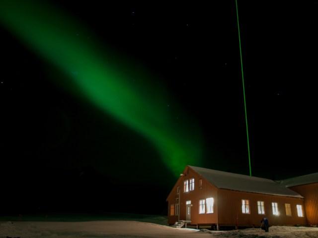 Aurora a Ny Alesund, foto di Claudio Cesaroni