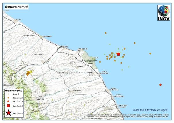 Sequenza sismica in Adriatico centro-settentrionale nel mese di agosto 2013. Il quadrato in rosso indica la localizzazione dell'evento del 22 di magnitudo ML 4.4.