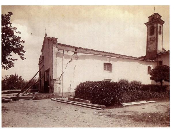 Gravi danni alla Chiesa di S. Martino a Strada [foto da Cioppi, 1995].