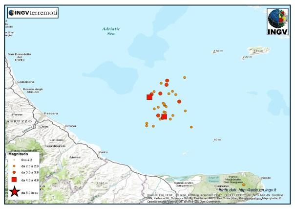 La sequenza sismica in Adriatico centrale. I quadrati rappresentano i due eventi di magnitudo maggiore M 4.4 e M 4.2
