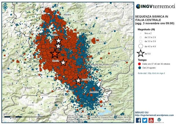 La sequenza sismica dal 24 agosto al 2 novembre. In rosso il terremoto del 30 ottobre alle ore 07:40 di magnitudo 6.5 (stella rossa) e le scosse successive.