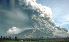 figura 4 - Flussi piroclastici prodotti nel corso dell'eruzione del 1984 del vulcano Mayon, nelle Filippine (fonte immagine: U.S. Geological Survey).