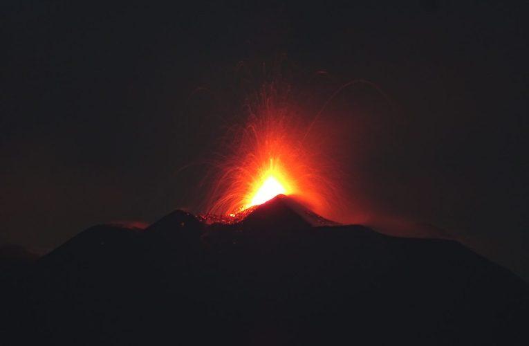 L'Etna fa gli straordinari: attività eruttiva al Nuovo Cratere di Sud-Est