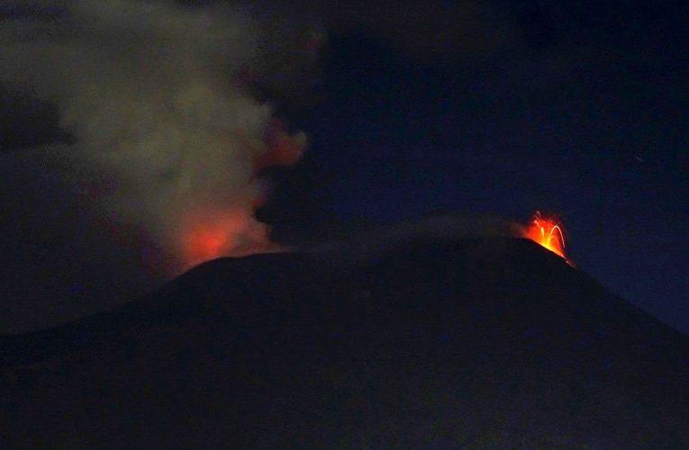 L'Etna non va in vacanza: aumenta di intensità l'attività eruttiva sommitale