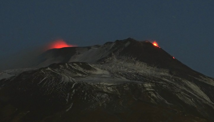 Attività stromboliana in area craterica sommitale dell'Etna