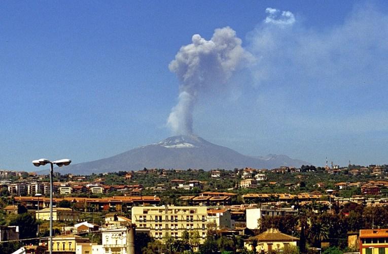 Accadde vent'anni fa: l'Etna saluta il nuovo millennio … a modo suo!