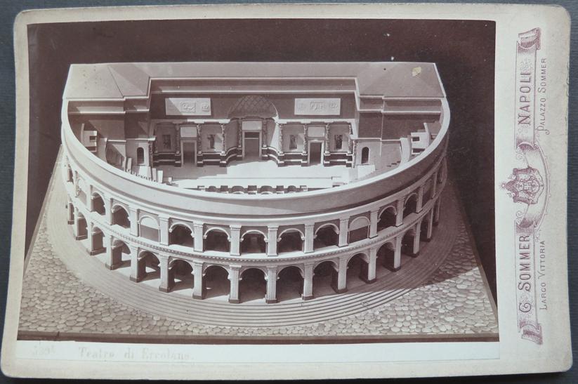 Fig. 1 - Plastico del Teatro Romano di Ercolano. Archivio Giorgio Sommer.