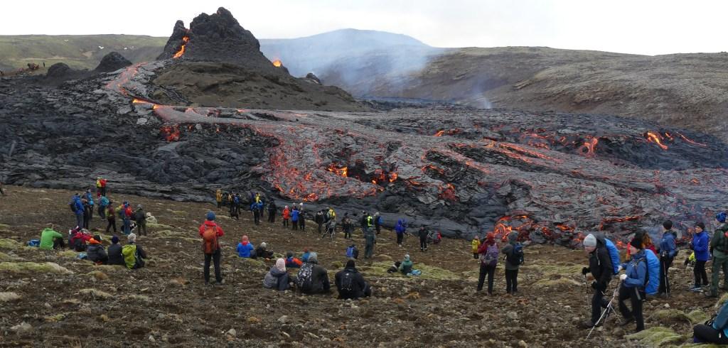 Fotografia di Jesús Rodríguez Fernández: Eruption in Geldingadalur https://www.flickr.com/photos/jesusisland/51062162356