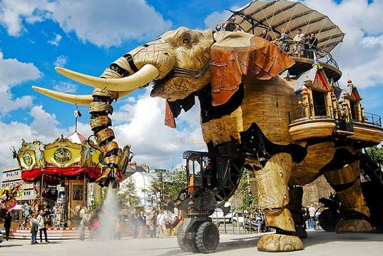 eco art, green design, green art, sustainable design, green design, Art, Design, Sultan's Elephant, Machines of the Isle of Nantes, Great Elephant, Mechanical elephant, Sustainability, Reclaimed steel, recycled materials, reclaimed materials, robot elephant, giant elephant, green elephant