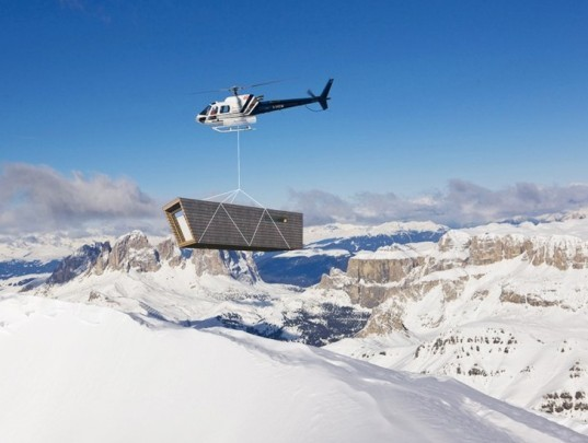 Solar-Powered Mobile Eco Shelter for the Swiss Alps