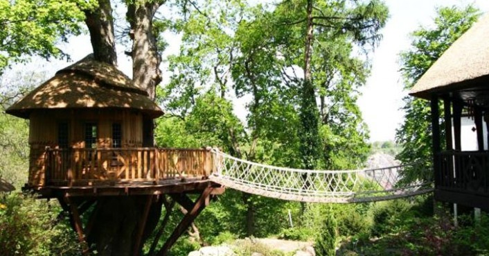 Blue Forests Thatched Cliffside Lodge Treehouse