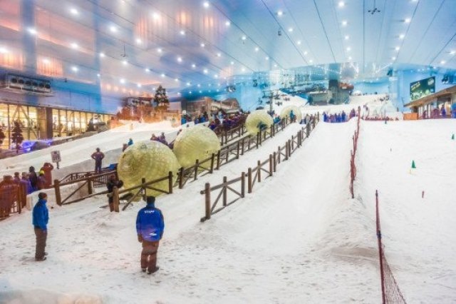 Dubai, tourism, artificial winter, man-made snow, climate control, snowman, snow, water, energy, Austria, Josef Kleindienst, Kleindienst Group, The Heart of Europe, The World, islands, archipelago, man-made islands