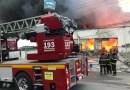 Incêndio de grandes proporções atinge fábrica de colchões no Distrito Industrial em Maceió
