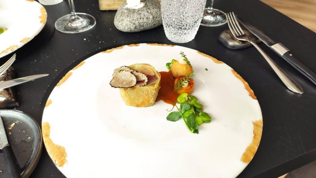 Hoofdgerecht restaurant De Burgemeester - Duif en croûte met eendenlever