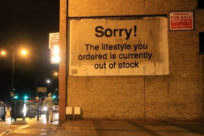 Obra de Banksy en el libro Beautiful Rising. Creative Resistance from the Global South