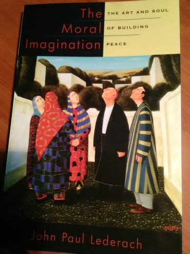 The Moral Imagination: The Art and Soul of Building Peace de John Paul Lederach