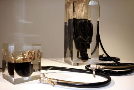 Obras de Madonna y calavera de Andrei Molodkin