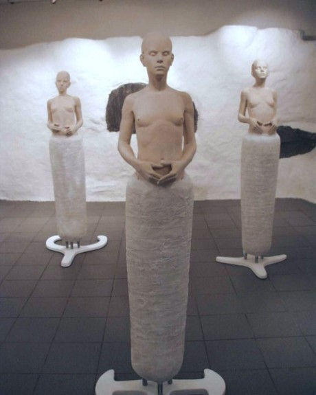 La obra Female figures de Andrew Barton