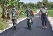 Kodim 0813/Bojonegoro Perbaiki Jalan Lintas Desa dan Ruang Kelas