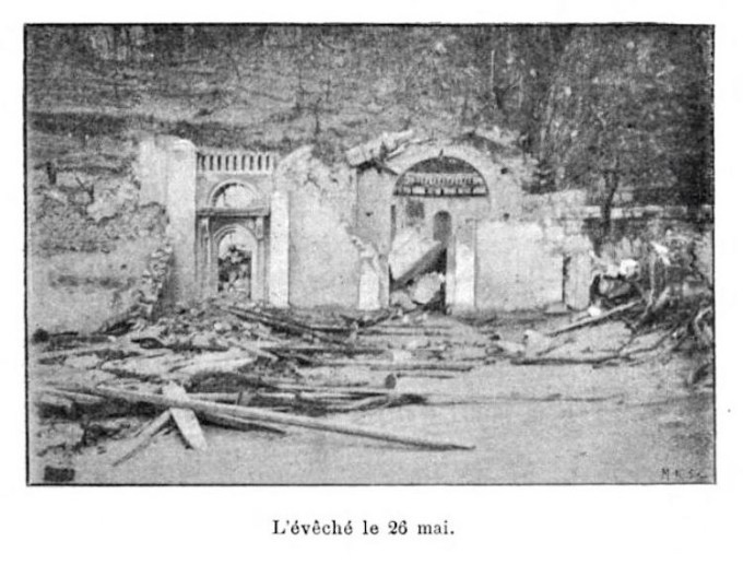 Photo of ruined Bishop's house in Martinique