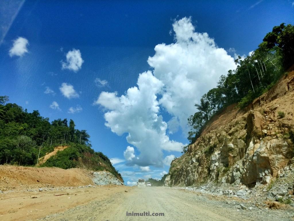 pantai batu nenek berpetualang ke desa temajuk naik mobil