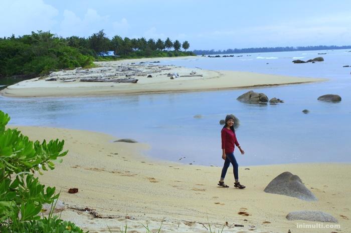 pantai batu nenek wisata temajuk