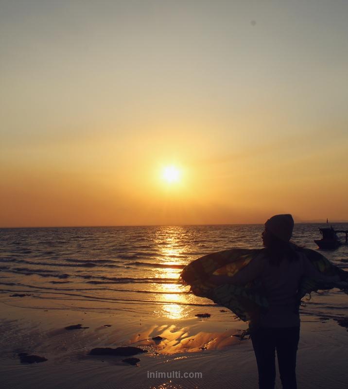 sunrise di pulau sawi