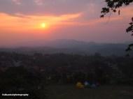 Semburat jingga matahari terbenam di kawasan Padalarang, Jawa Barat. Moment matahari terbenam ini dinikmati para calon anggota ketika hampir selesai memanjat Tebing Citatah 48.