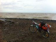 Berhenti sejenak untuk menikmati suasana Pantai Utara Jawa.