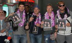 Permalink ke FOTO-FOTO Penyambutan Boyzone di Bandara Internasional Juanda