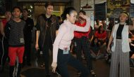 Permalink ke Waacking A New Dance Trend From The Club To Collaborate With Traditional Music