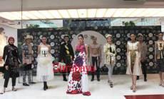 Permalink ke Jennifer Usung Keagungan Cinta nan Membara di Panggung Surabaya Fashion Week, Seperti Ini Kreasinya