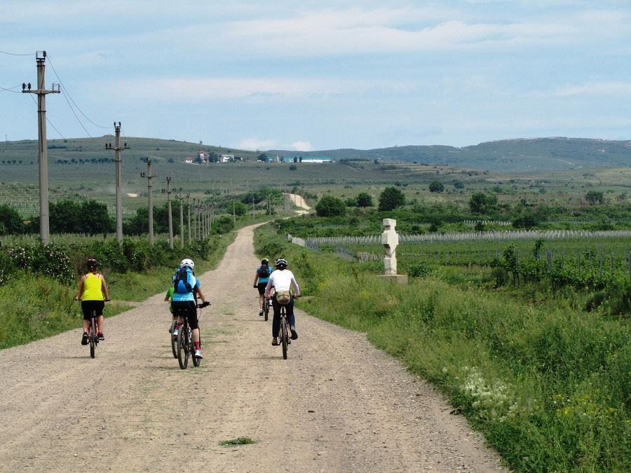 bike-and-wine-tour-roumanie-sejour-a-velo