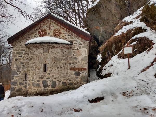 eglise-grotte-randonnee-bulgarie