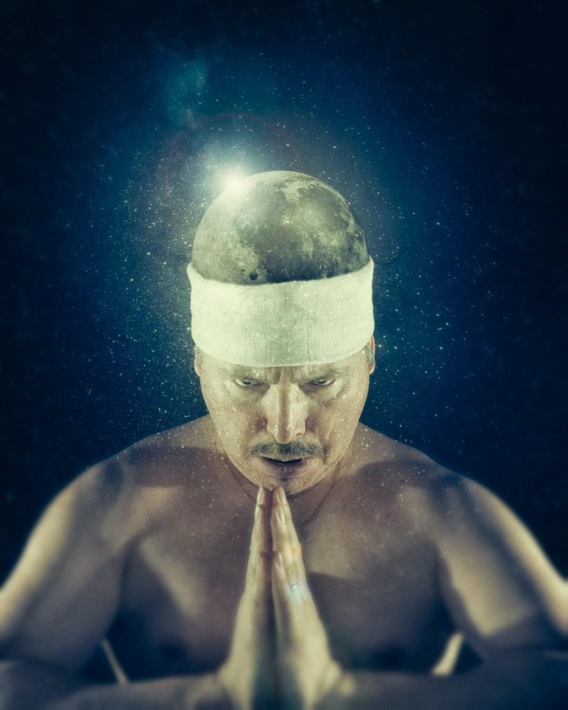 """Photomontage illustrant l'expression """"la tête dans la Lune"""""""