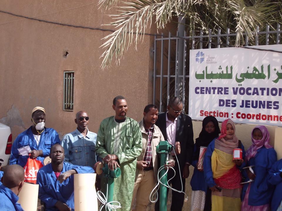 Développement durable intégré :  Remise de matériel de travail à des personnes à mobilité réduite